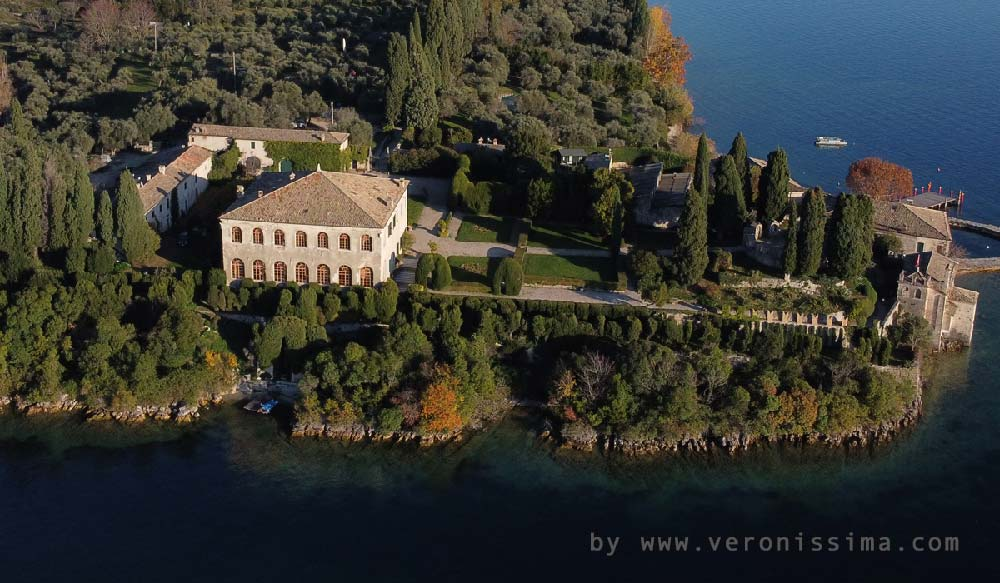facade of villa Guarienti facing the lake taken from above