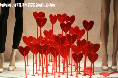 Valentine 39 s day in verona shop windows - Decorazioni san valentino ...
