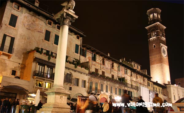 tour verona by night piazza erbe